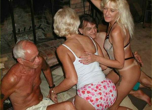 old amateur couples in hot swingers party - Pichunter