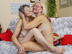 Afternoon break and sex on the couch with grannies